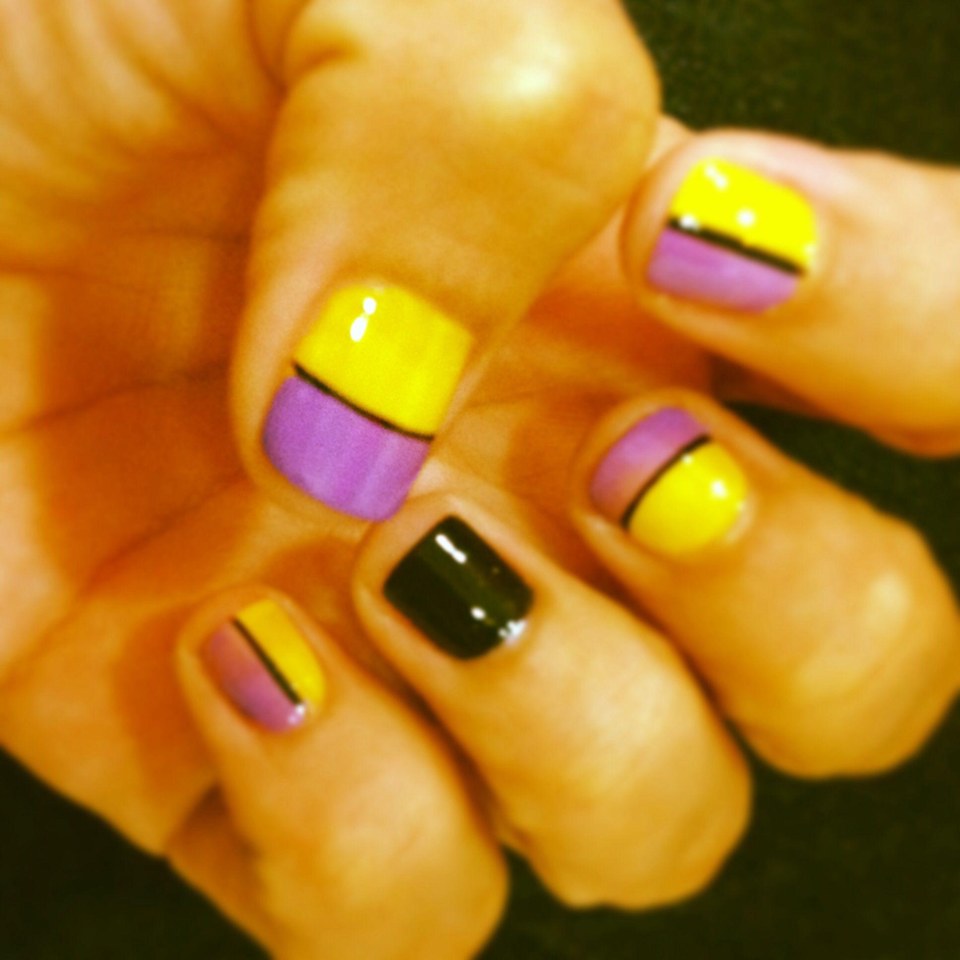 Mi último diseño de uñas... Colores complementarios morado y ...