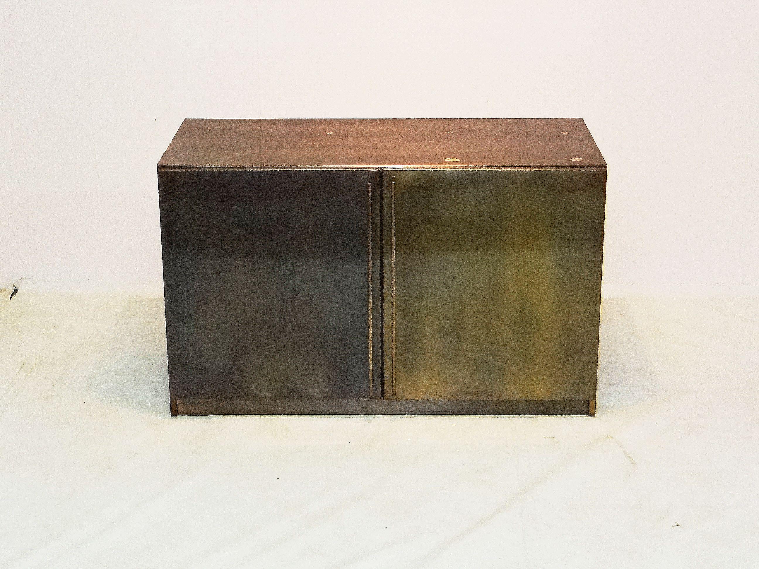 Steel bronz cabinet by Belgo chrome