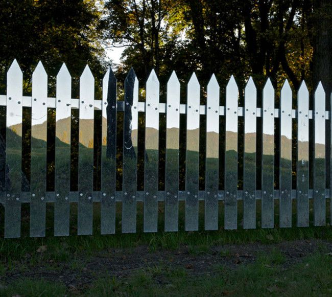 This stunning fence looks like a proper picket fence that every respectable American girl dreamed of in the 1950s, except that it's not: it's an art installation and unfortunately cannot be purchased at your local hardware store. Alyson Shotz created her 'Mirror Fence' out of a 138 ft x 36 x 4 inches (42.06 m […]