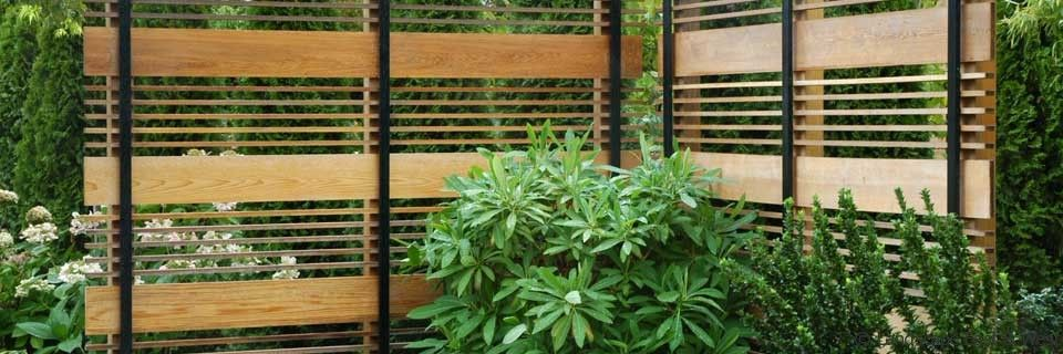 Wood fence designs wooden deck fence designs for Wooden garden screen designs