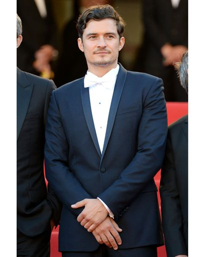 Orlando Bloom wearing navy Dior Homme + a white bow tie Costume Homme, Dior  Homme 3bf02851f18