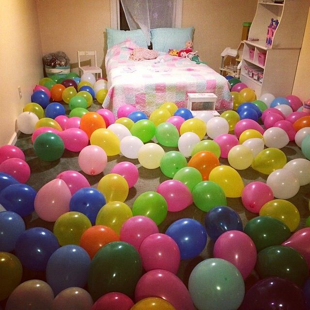 Surprise your child with filling their bedroom with for Cuarto lleno de globos