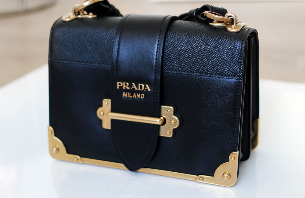 be32011316b62 Prada Trend Tasche Prada Cahier Bag Herbst IT-Bag Schwarz Gold Modeblog…
