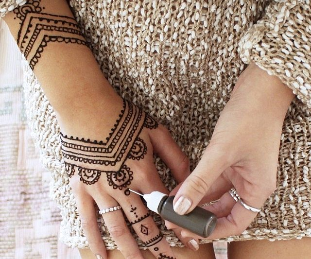 Diy henna tattoo kit hennastattoos pinterest henna tattoo kit give any plain look a little exotic appeal by designing yourself a custom wearable accessory using the diy henna tattoo kit its made from all natural solutioingenieria Choice Image