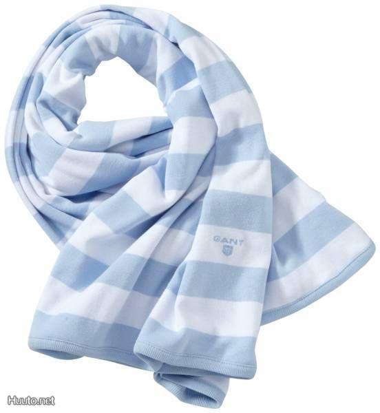 Raidallinen GANT-peitto vauvalle / Striped GANT blanket for a baby
