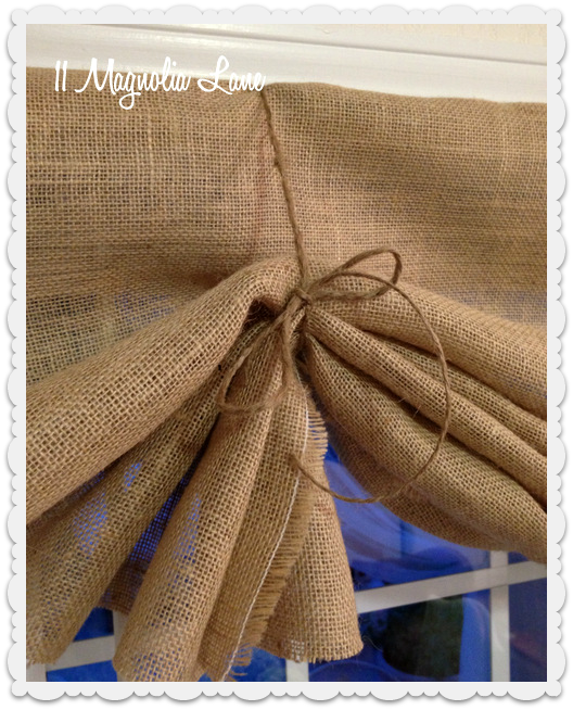 Tutorial How To Make A No Sew Diy Burlap Window Valance Diy Curtains Kitchen Window Curtains Burlap Valance