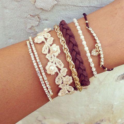 dc621ae9ea54c Conjunto de pulseiras femininas