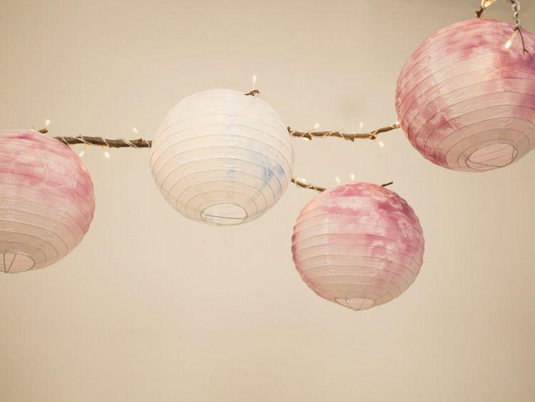 Lampadari Di Carta On Line : Tutorial fai da te come decorare un lampadario di carta con pizzo