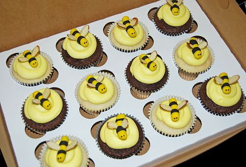 Bumble Bee Cupcakes For A Themed Baby Shower Fondant Bees With Almond Slices Wings