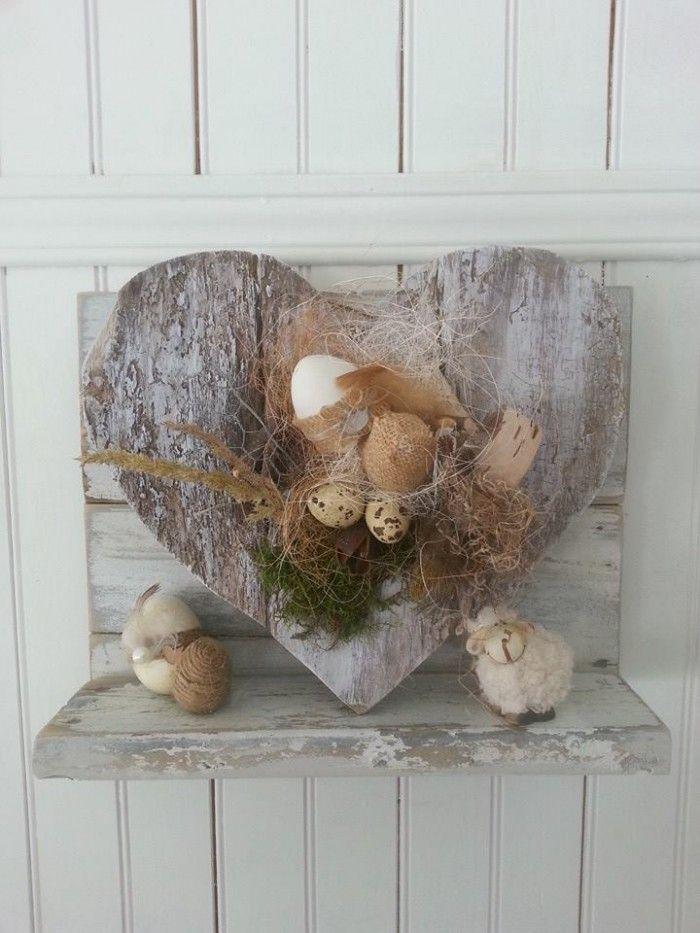 Paasdecoratie hart is gemaakt van oude plankjes bloemschikken lente pinterest wood - Fruhlingsdeko selbstgemacht ...
