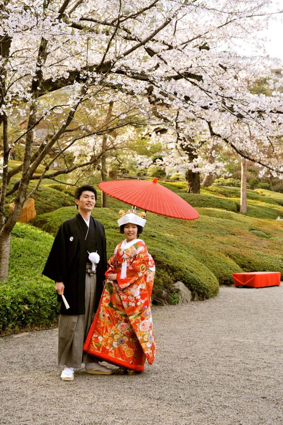 I just LOVE these beautiful Japanese couples at wedding ceremonies!