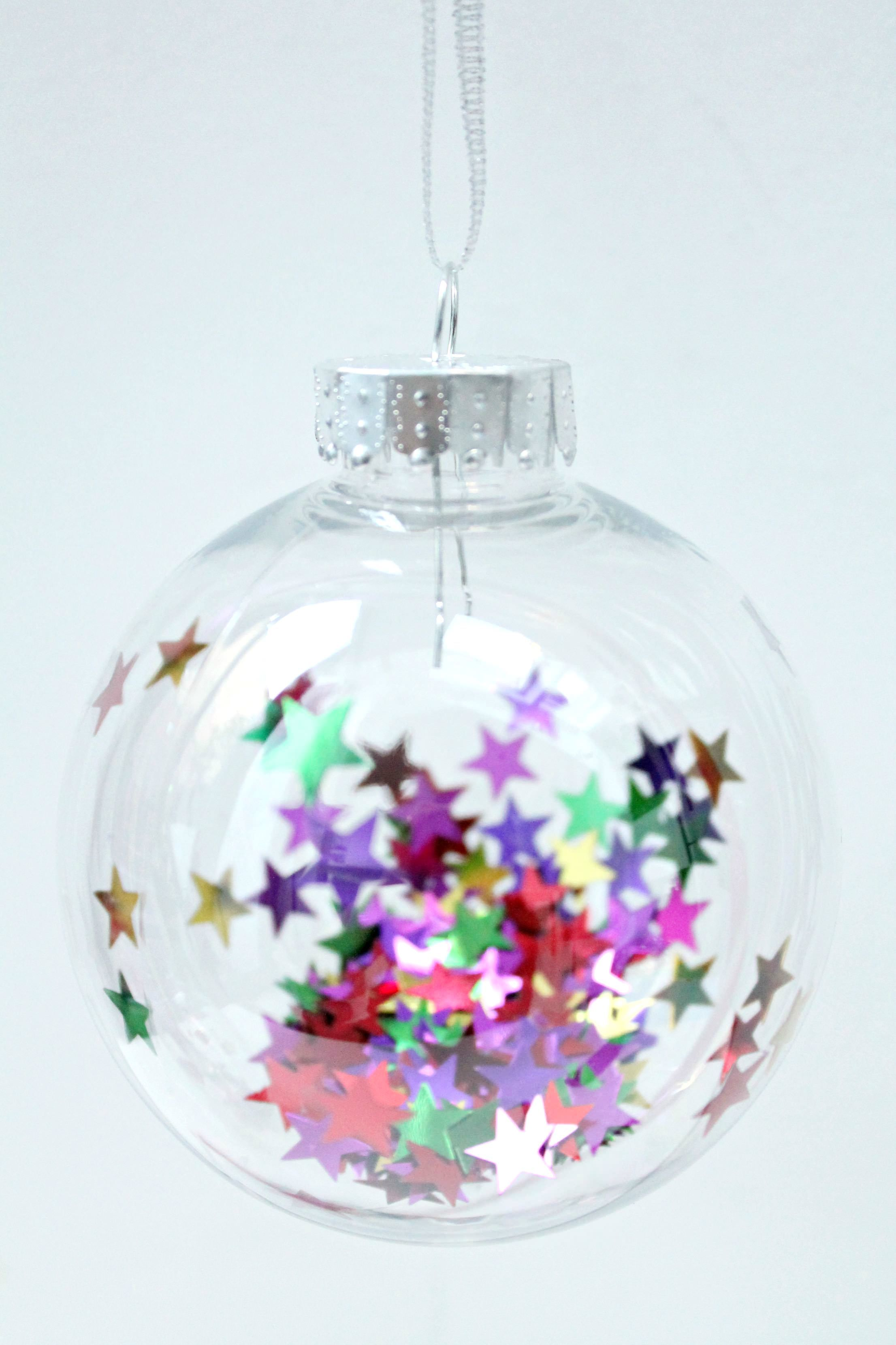 fill clear christmas baubles with sparkly stars festive crafts pinterest diy weihnachten. Black Bedroom Furniture Sets. Home Design Ideas