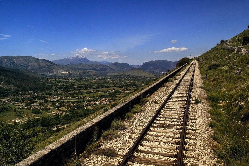 Sui binari della Sulmona-Carpinone, la Transiberiana d'Italia