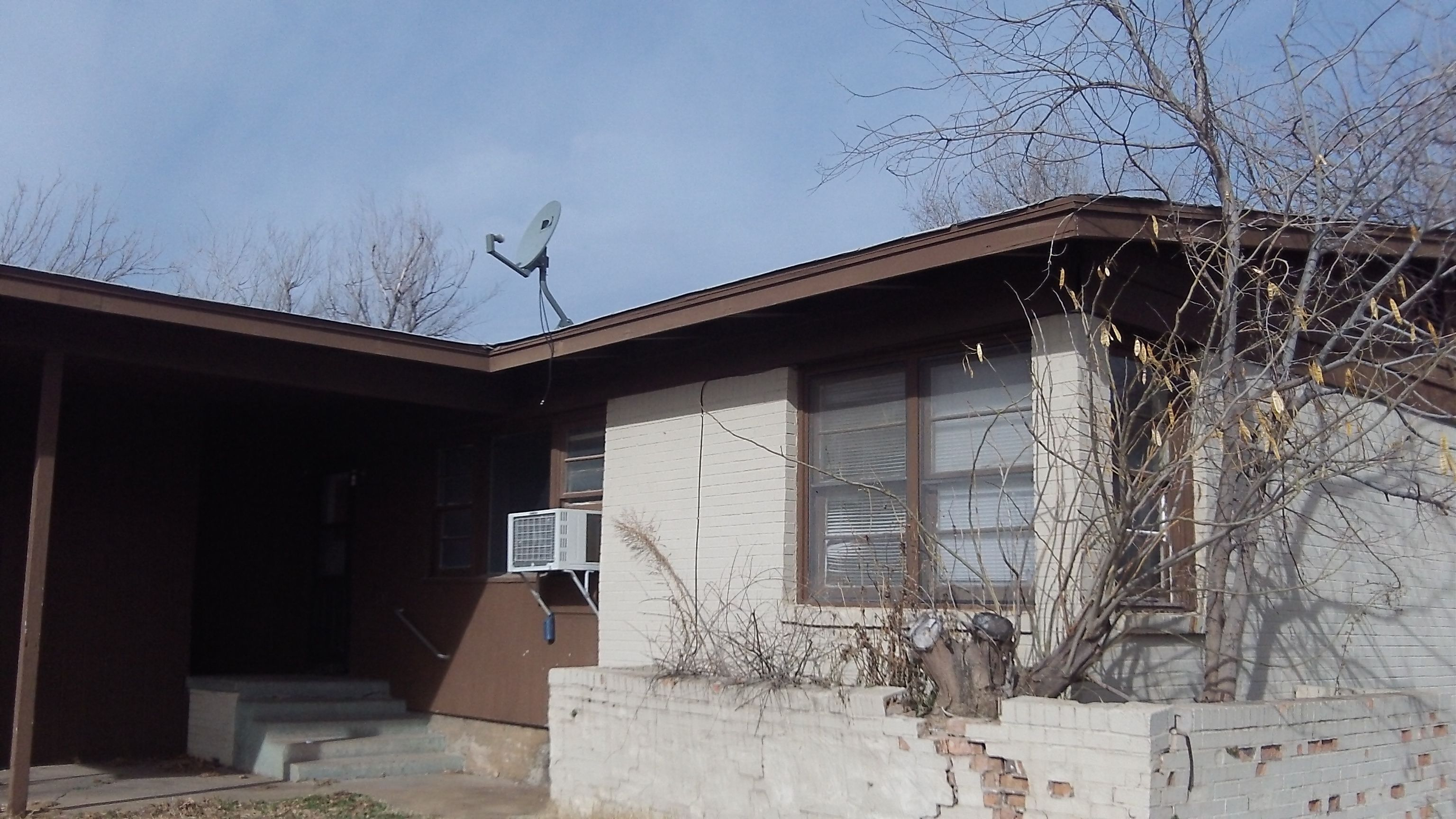 Investment property 2x 2 Bed/1 Bath listed at $50000. One car carport with small storage unit chain link fenced in yards that are ided between the ... & 2419-21 NW Cheyenne Lawton Oklahoma. Investment property 2x 2 Bed ...