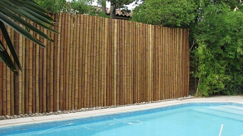 Installer une barrière de jardin en bambou | Clôtures de ...