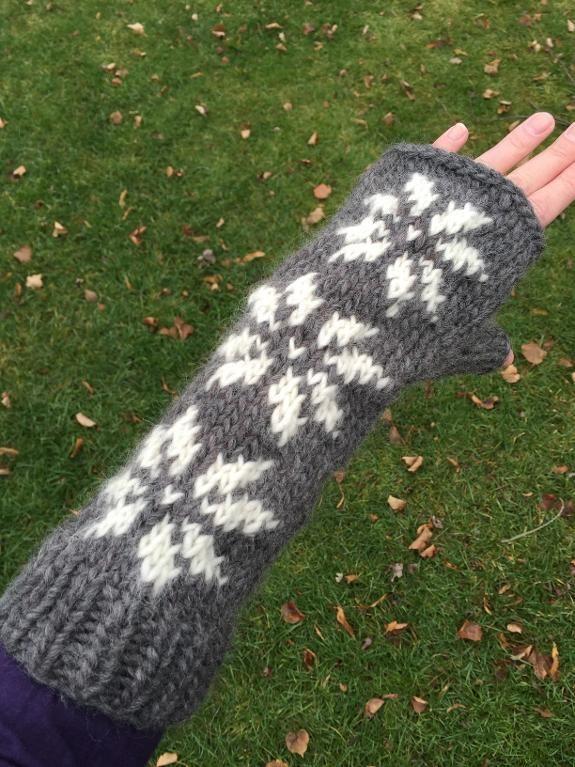 (6) Name: 'Knitting : Chunky Snowflakes Fingerless Gloves
