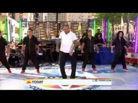 Chris Brown slow grinding & dancing with crew christmas challenge - YouTube | Chris brown ...