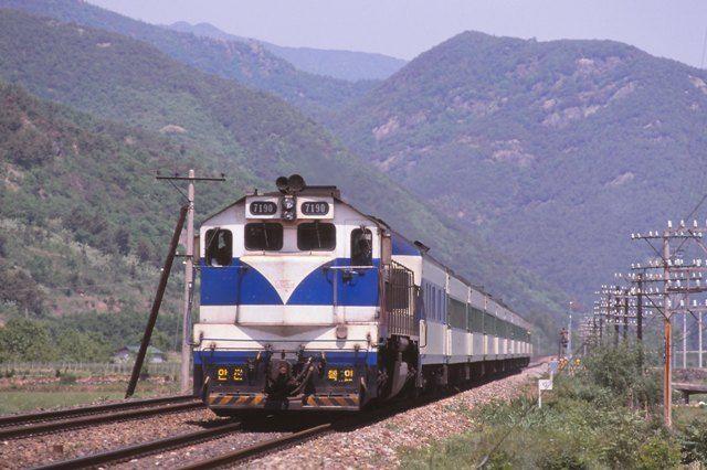 韓国 京釜線 トンイル号 - N de ...