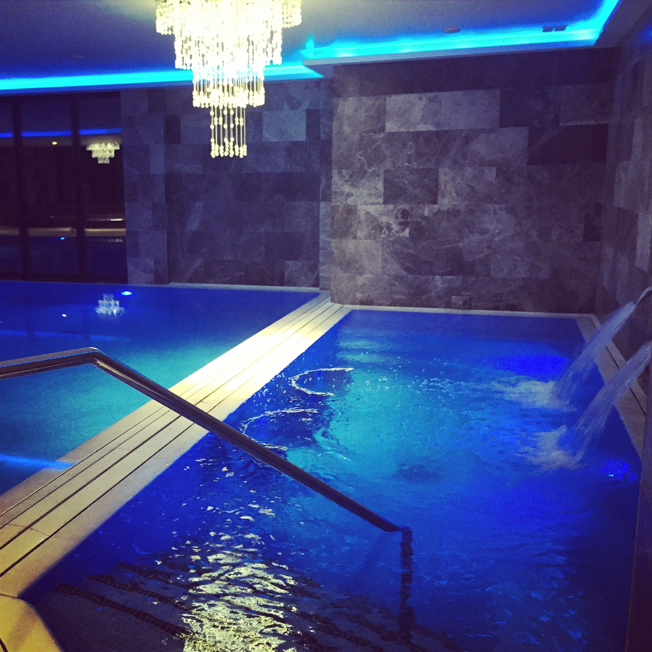 Our Chlorine free pool is open for you to have a look! With stunning views of the countryside and English crystal chandeliers overhead #ReynoldsRetreat #BoroughGreen #Sevenoaks #pool