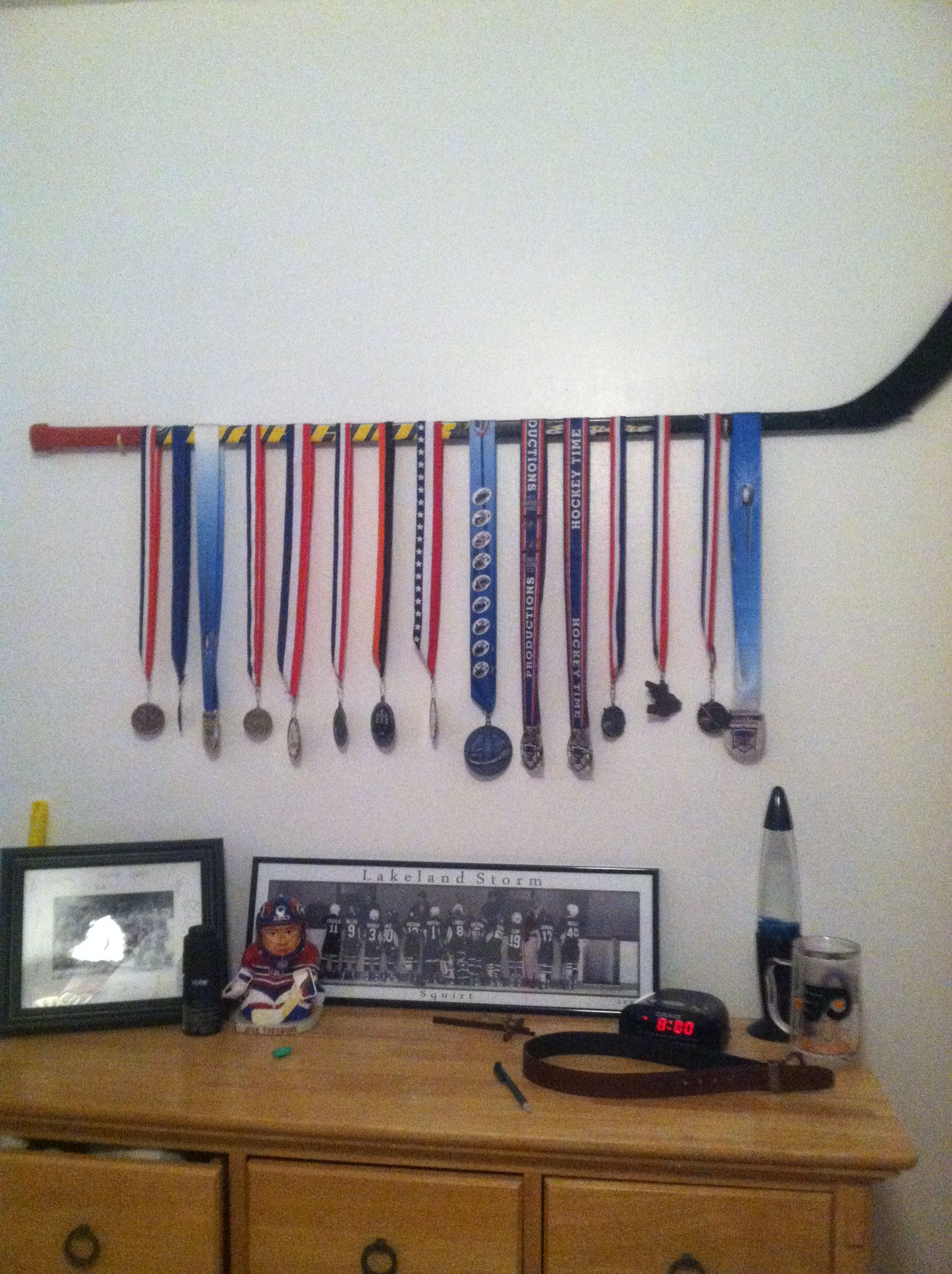 Hockey Bedroom Decor Canada: Cool Old Hockey Stick Idea