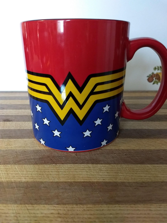 Dc Comics Wonder Woman Uniform Jumbo Ceramic Coffee Mug 20 Oz Etsy Canecas Canecas Personalizadas Jarras
