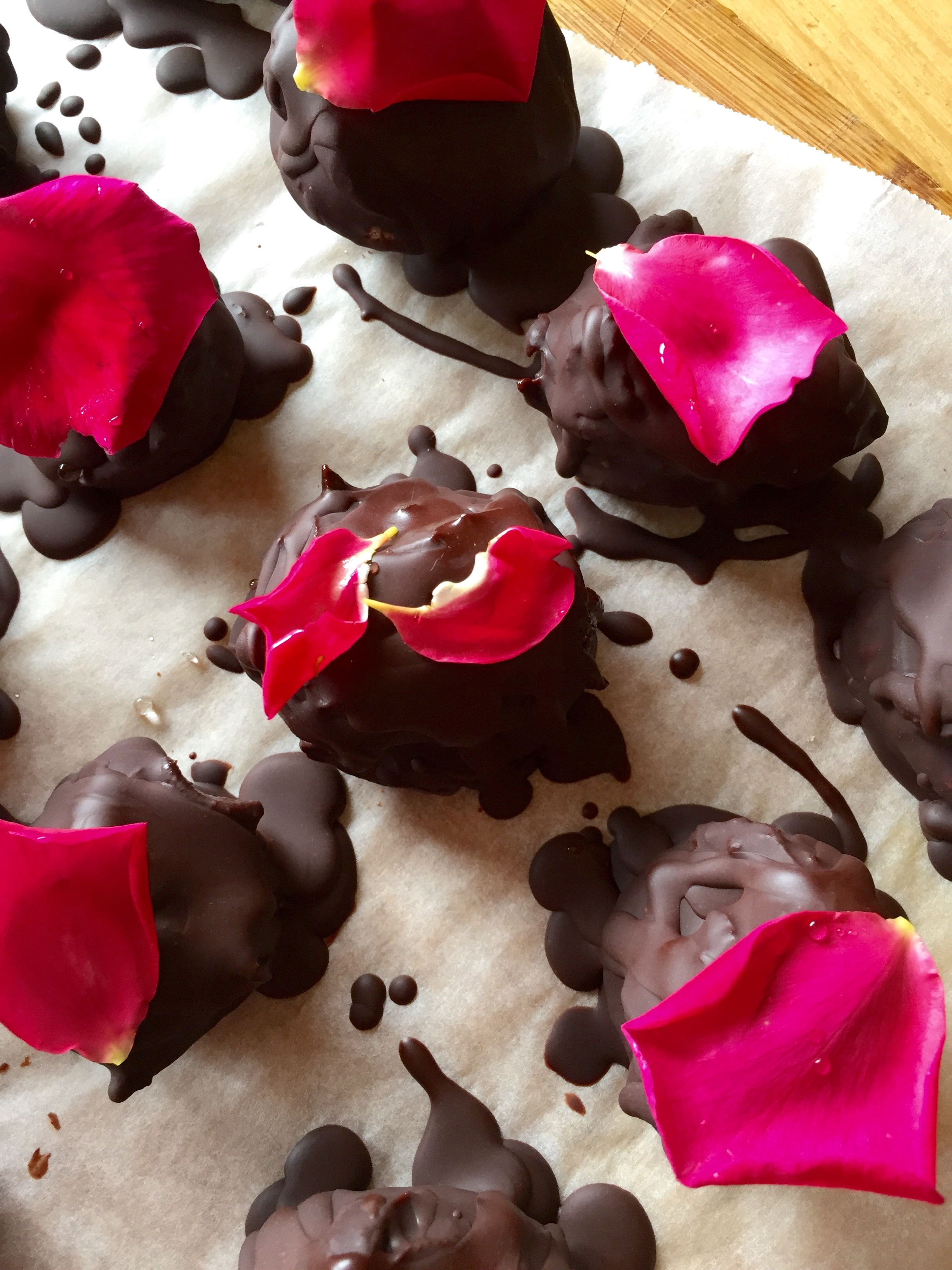 Fig and rose chocolates / model chocolate | treats. | Pinterest ...