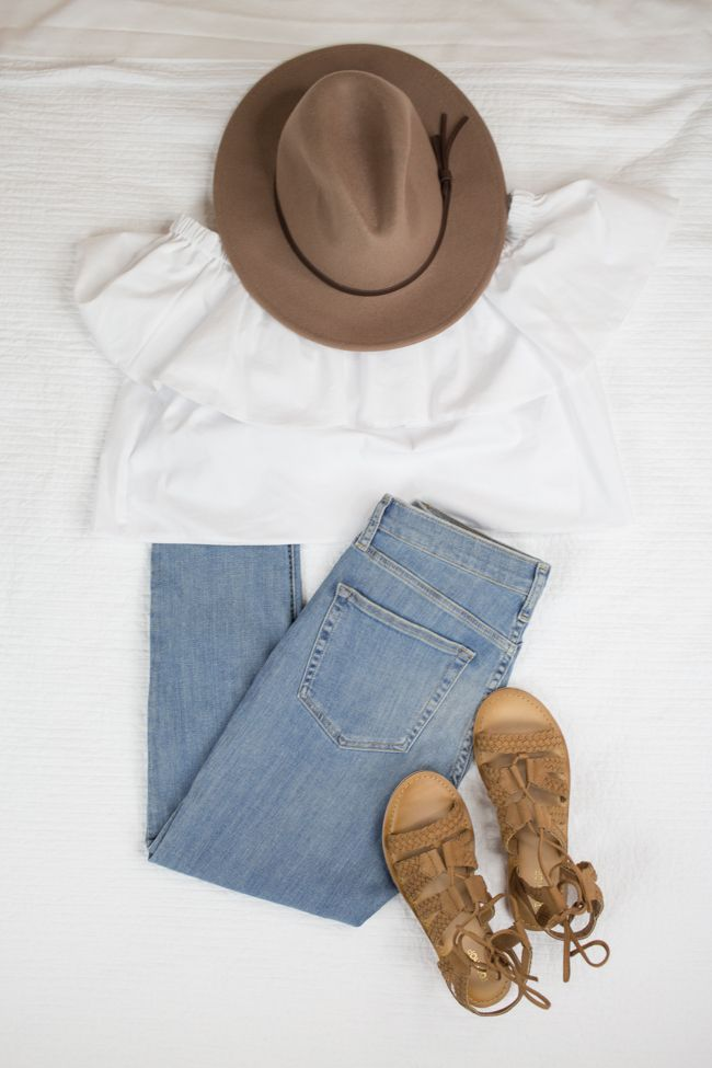What to Pack for Summer Vacation- Summer Travel Essentials with @Topshop - via @maeamor