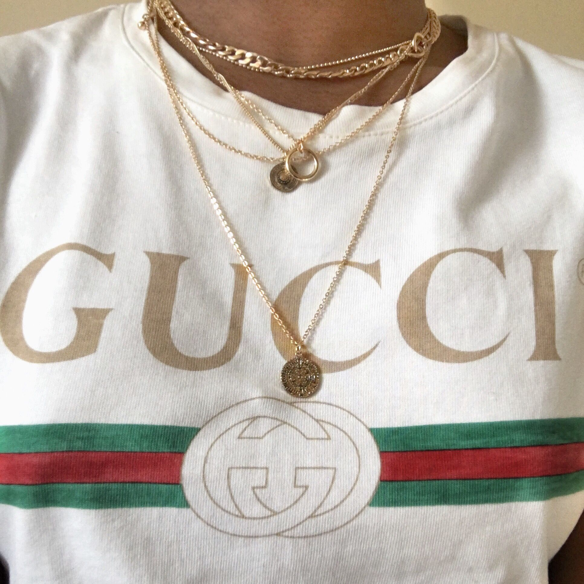 40187177fc7 Gucci white t shirt ft necklace chain layering.  surgeofstyle INSTAGRAM -  SURGEOFSTYLE