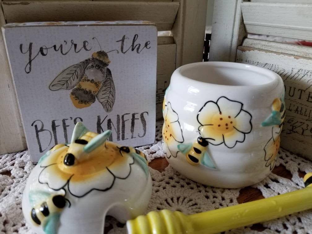 Adorable Honey Bee Kitchen Decor Set This Vintage Honey Jar Etsy Honey Bee Decor Kitchen Decor Sets Bee Decor