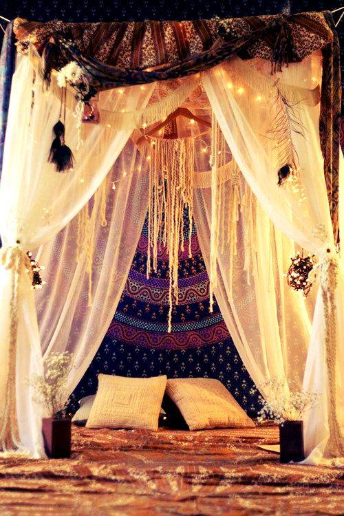 Moroccan Bed Canopy idées déco : un ciel de lit pour une chambre bohème et cosy