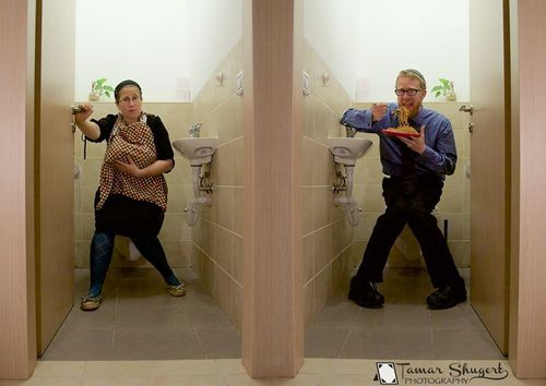 The Stir-Mom Breastfeeds While Dad Eats Spaghetti on the Toilet -- What, You've Never Seen a Family Dine Before? (PHOTO)​​