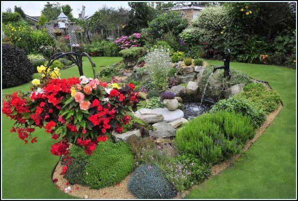 Fotos de jardines peque os para casas elegantes jardines for Jardines pequenos esquineros
