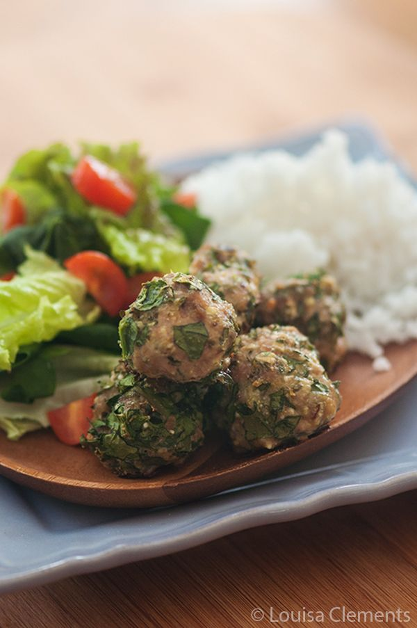 These Turkey and Spinach Meatballs are a simple way to lighten up the classic meatball. Perfect served with spaghetti or as is with a side salad!