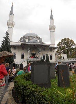 Day of German Unity (Tag der Deutschen Einheit) & a day of open mosques in Berlin