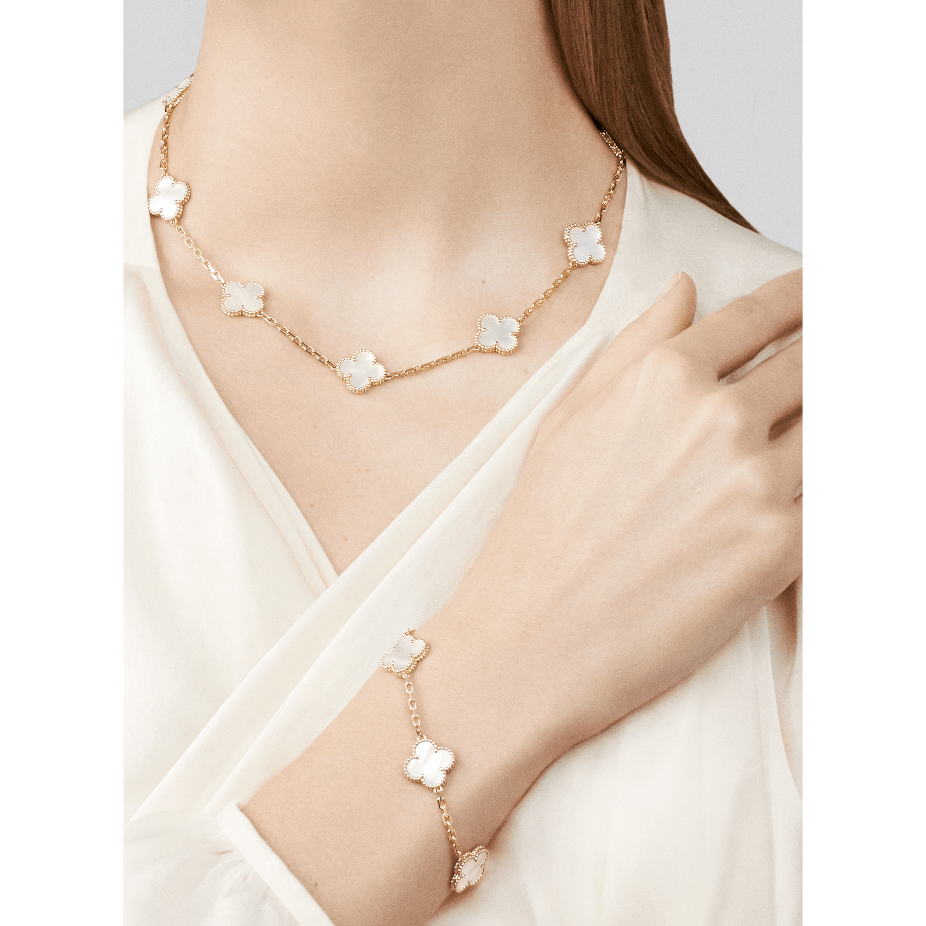 Semi Van Cleef & Arpels Sweet Alhambra white mother of pearl necklace