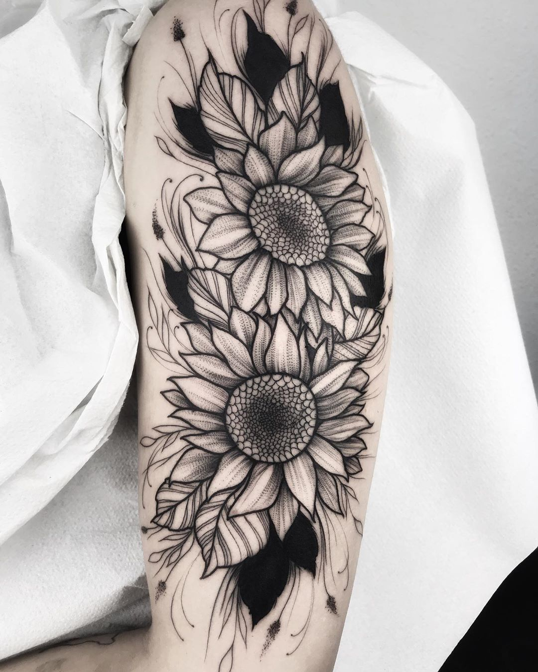 Neo Traditional Sunflower Tattoo : traditional, sunflower, tattoo, 🌷FLOWORK🌷, Realizada, @ondotattoo, Gracias🌷📥, Citas, 📥dm, 📞608341267, #blackwork…, Tattoos,, Sunflower, Tattoos