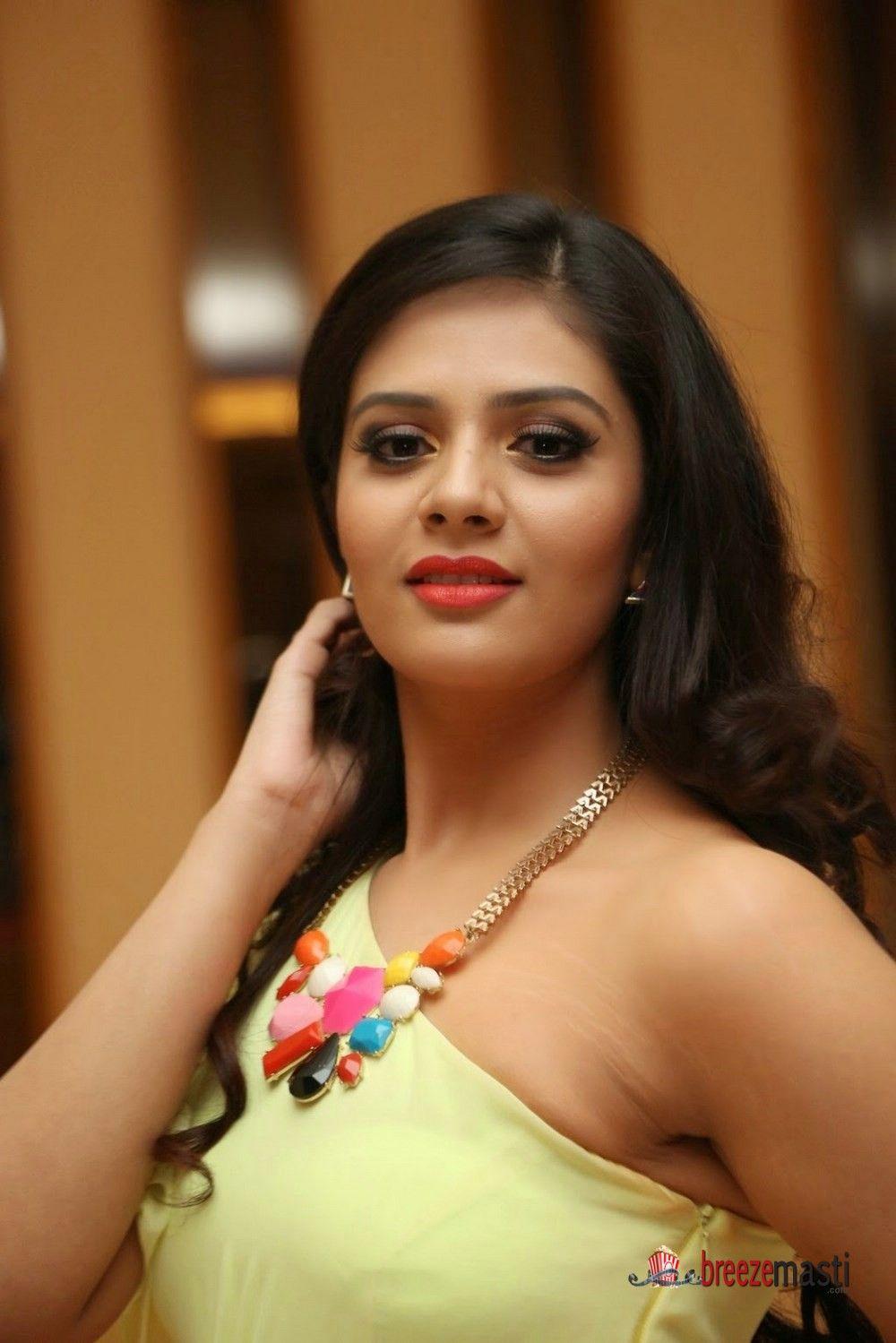 Actress Srimukhi latest cute pics 7 | Beautiful bollywood ...