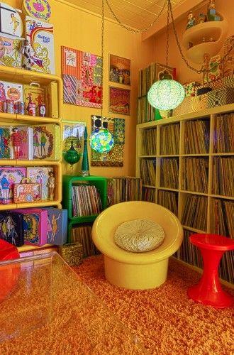 Lorena California and Johnny Sleeper\'s retro pad... a groovy ...
