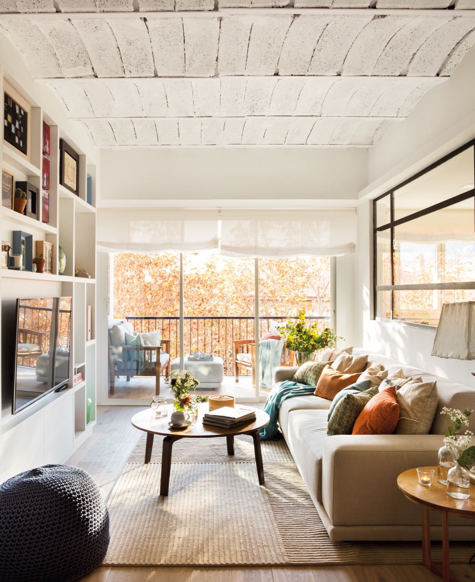 Un piso de 60 metros muy bien aprovechados para una pareja joven salones peque os pinterest Piso 60 metros decoracion