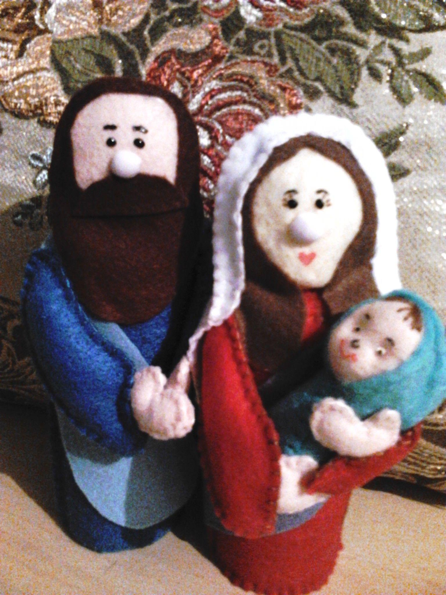 Personagens que compõem o presépio para enfeitar a casa nesse natal. A sagrada família: R$ 40,00. Vários modelos.