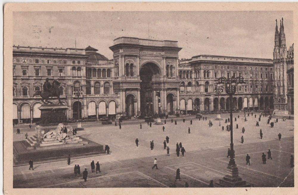 Milano Facciata della Galleria Vittorio Emanuele II animata  viaggiata C449