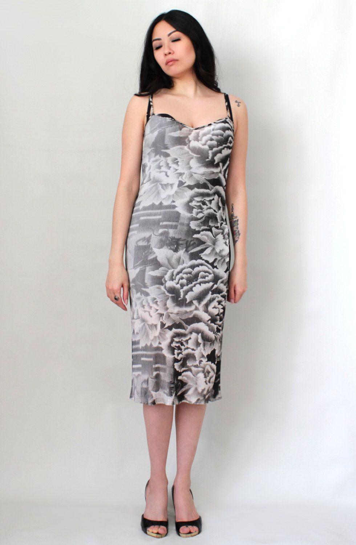 c91ddf2c8 This vintage Vivienne Tam Dress will definitely make quite the entrance