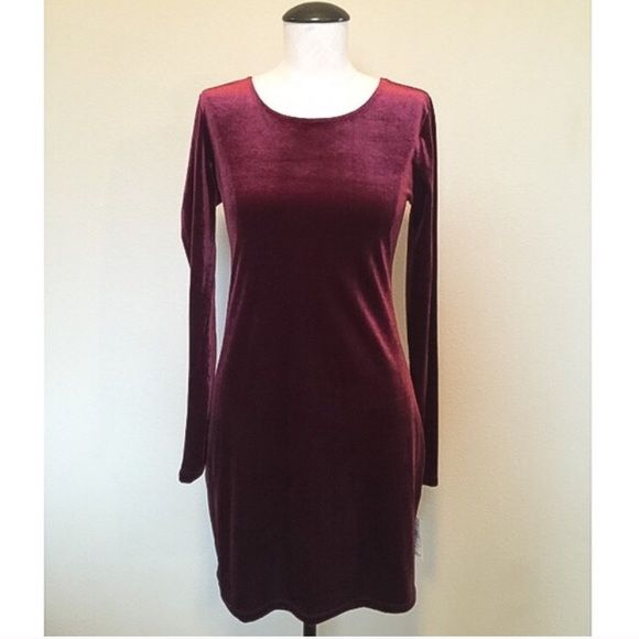 Velvet (Wine)Long Sleeve Dress Velvet wine long sleeve dress. Form fitting. NWT!! Size large but I would say it fits more like a medium. From Nordstrom! Nasty Gal for exposure. Nasty Gal Dresses Long Sleeve
