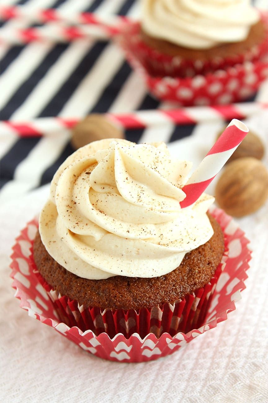 Gingerbread Latte Cupcakes with Eggnog Buttercream | The Suburban Soapbox