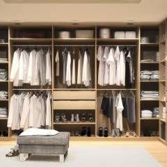 Elegant Begehbarer Kleiderschrank nach Ma mit Spiegeln moderne Ankleidezimmer von deinSchrank de GmbH