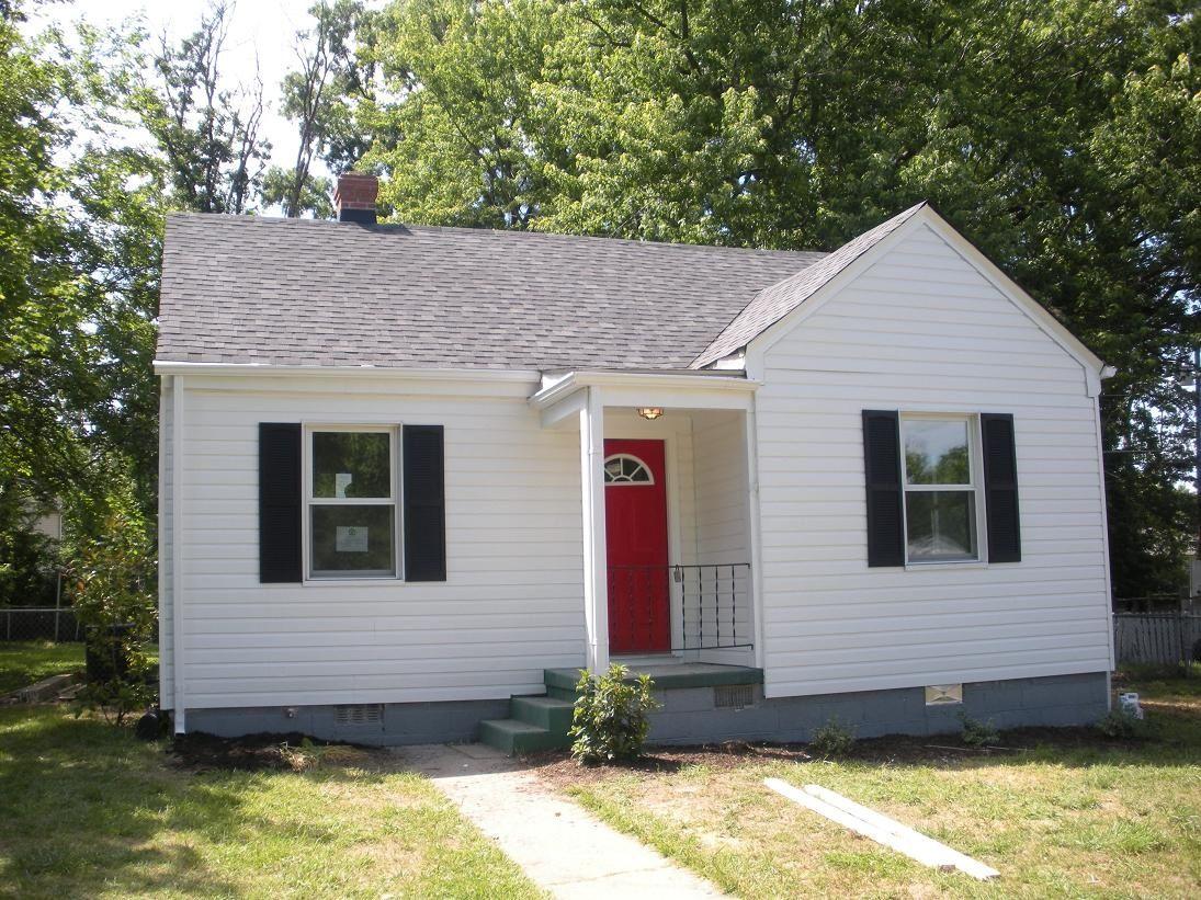 red door black shutters Red door, Black shutters, Cottage