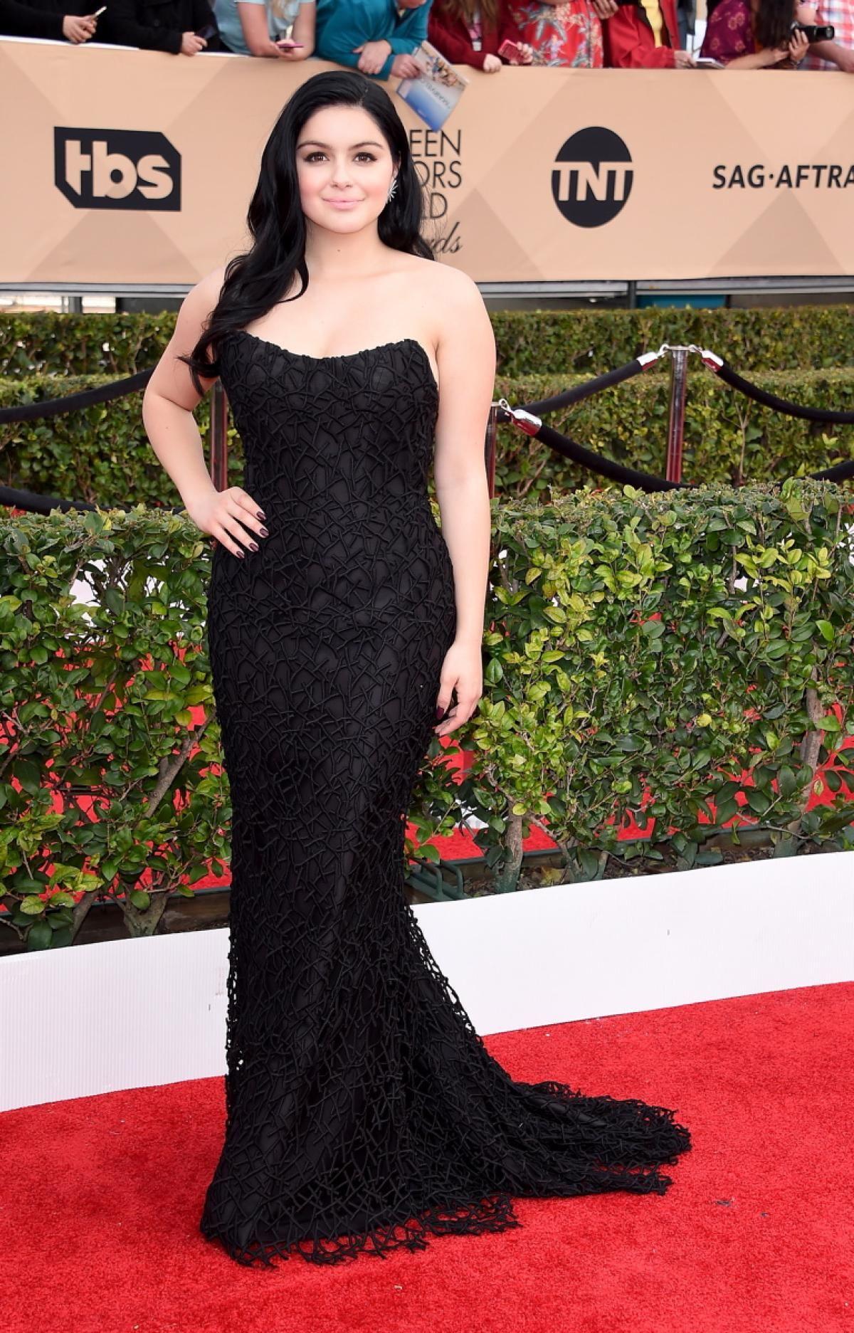 The dress ariel wore -  Modern Family Actress Actress Ariel Winter Wore A Beautiful Black Romona Keveza Dress To
