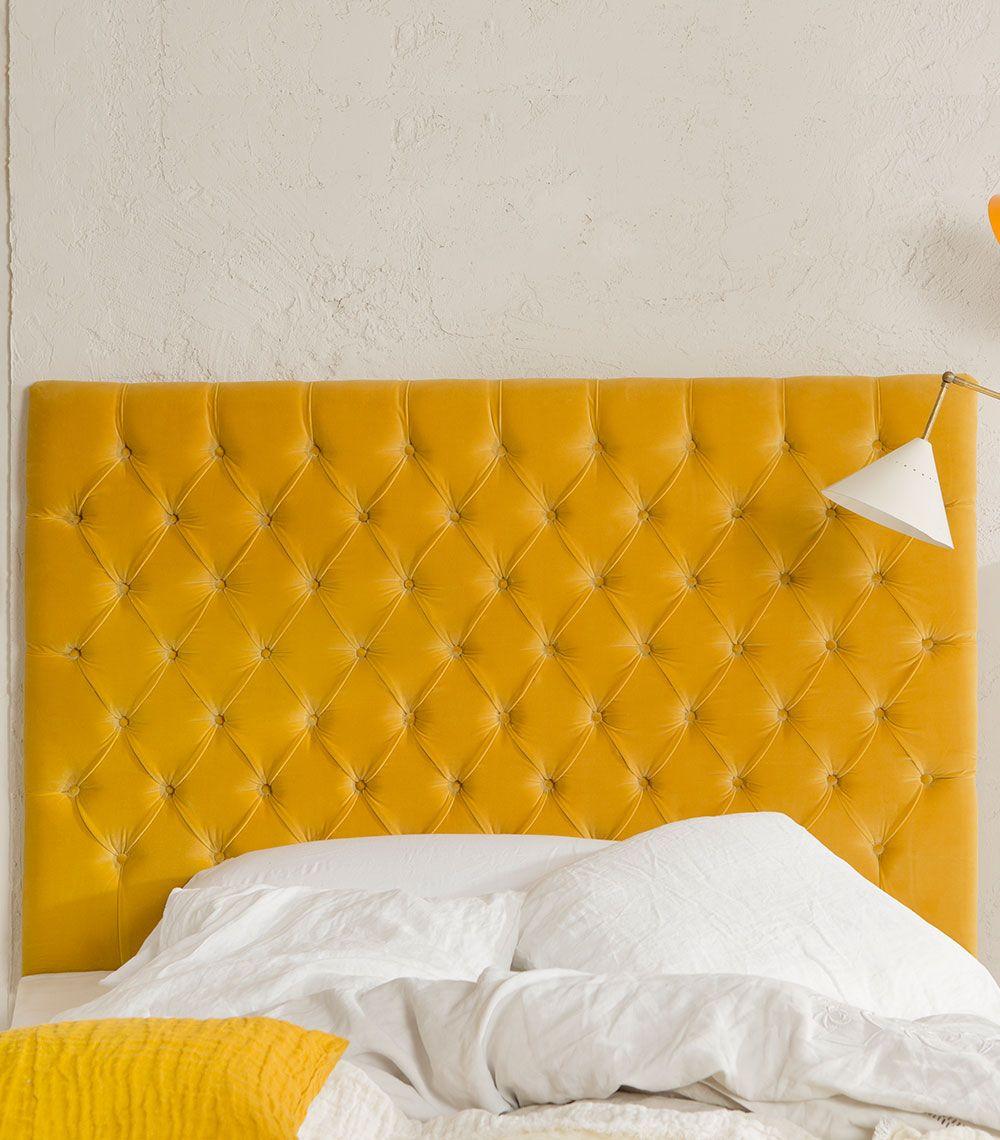 Cabecero de cama de terciopelo capitoné en color mostaza, hecho ...