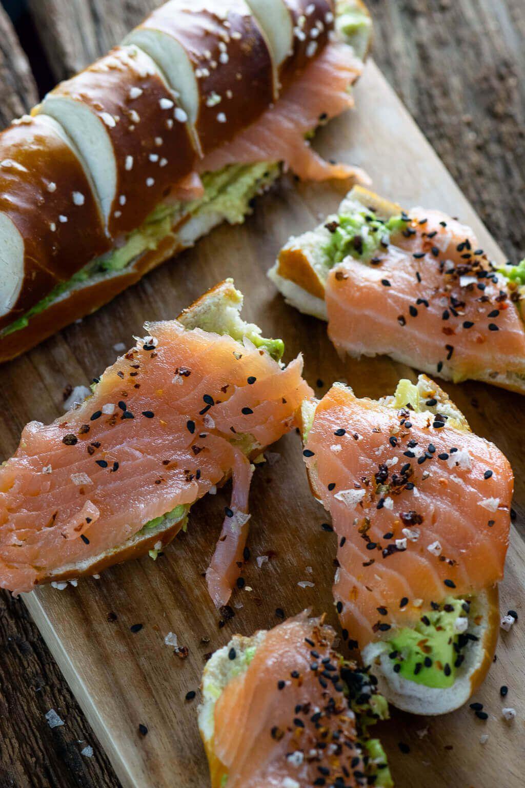 Laugenstange mit Lachs & Avocado - mein perfekter Snack als stillende Mutter -  Laugenstange mit La