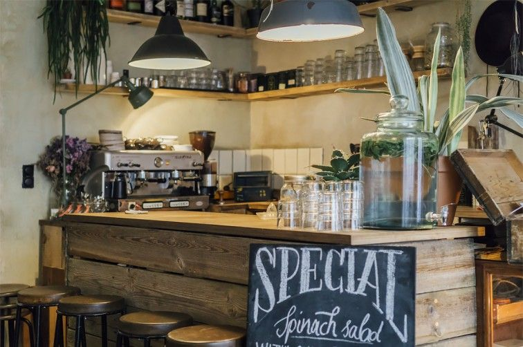 Roamers Coffee \ Booze, Berlin-Neukölln Stilnomaden - cafe wohnzimmer berlin